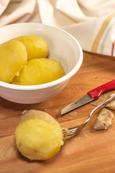 German Boiled Potatoes (Pellkartfoffeln) - The Kitchen Maus