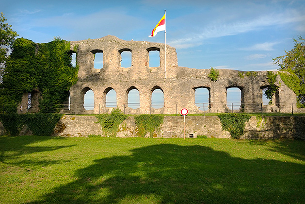 die_Karlsburg