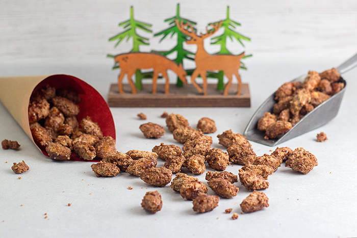 Gingerbread Candied Almonds (Gebrannte Mandeln) by the Kitchen Maus